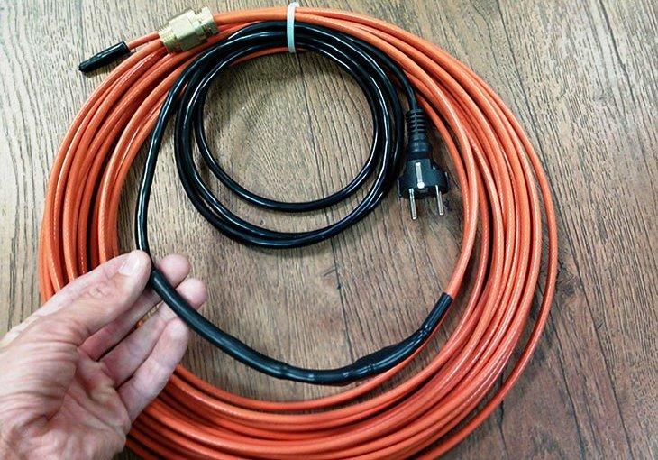Нагревательная секция для обогрева водопровода