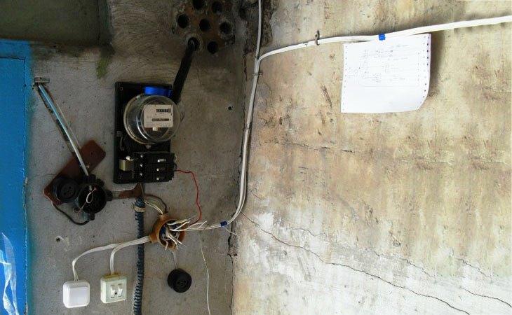 Открытая проводка в гараже