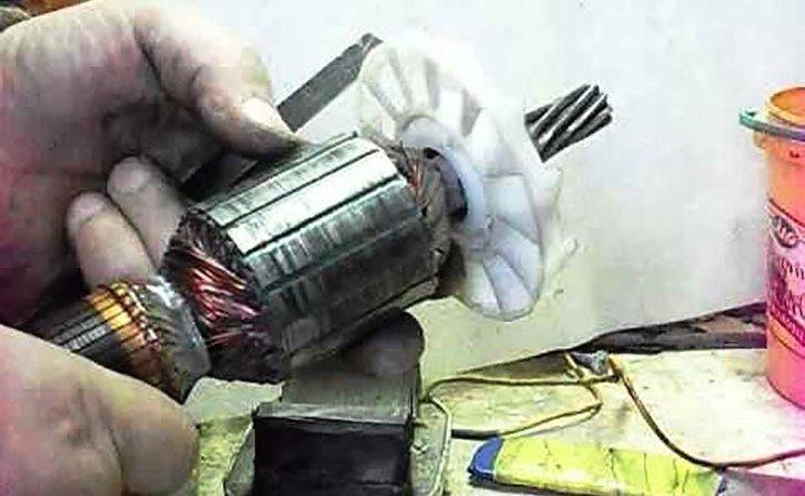 Проверка якорей электроинструмента с помощью дросселя
