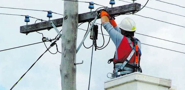 Как подключить электричество от столба до дома своими руками