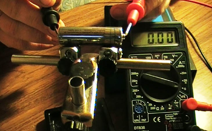 Как проверить ёмкость батарейки мультиметром