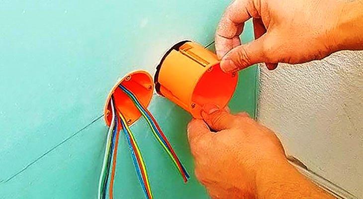 как установить розетки в гипсокартон
