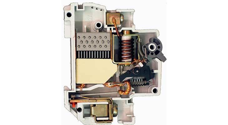 автоматический выключатель в разрезе