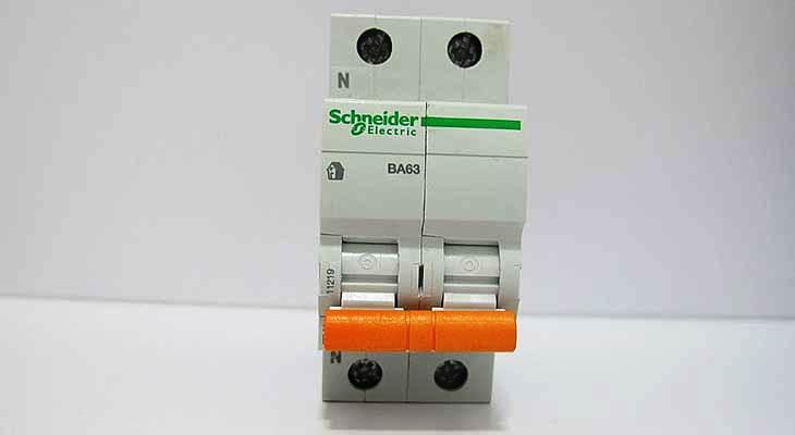 Двухполюсный автомат Schneider Electric Merlin Gerin 1p+N 6А